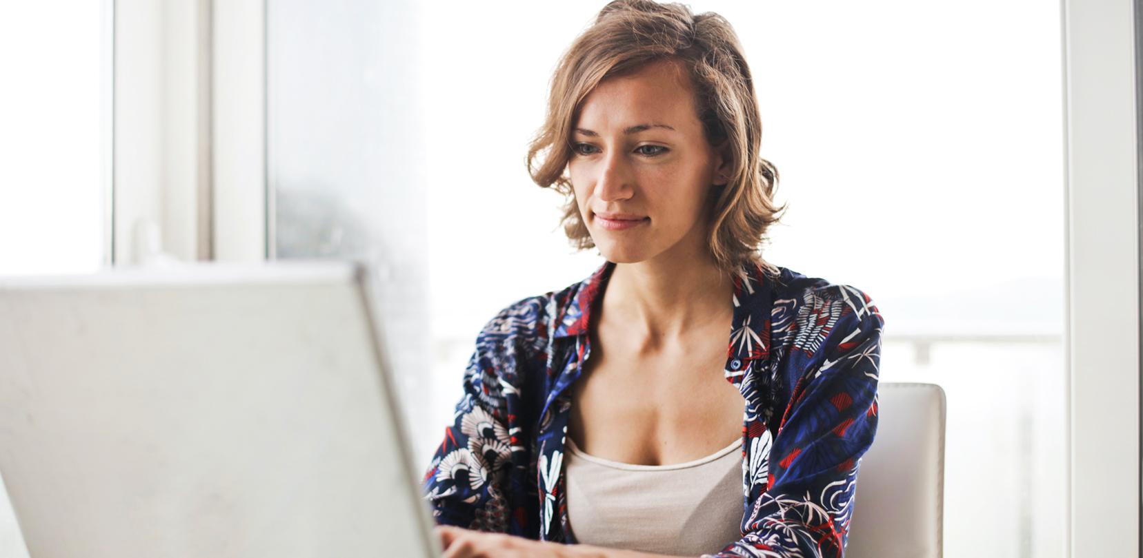Dona treballant